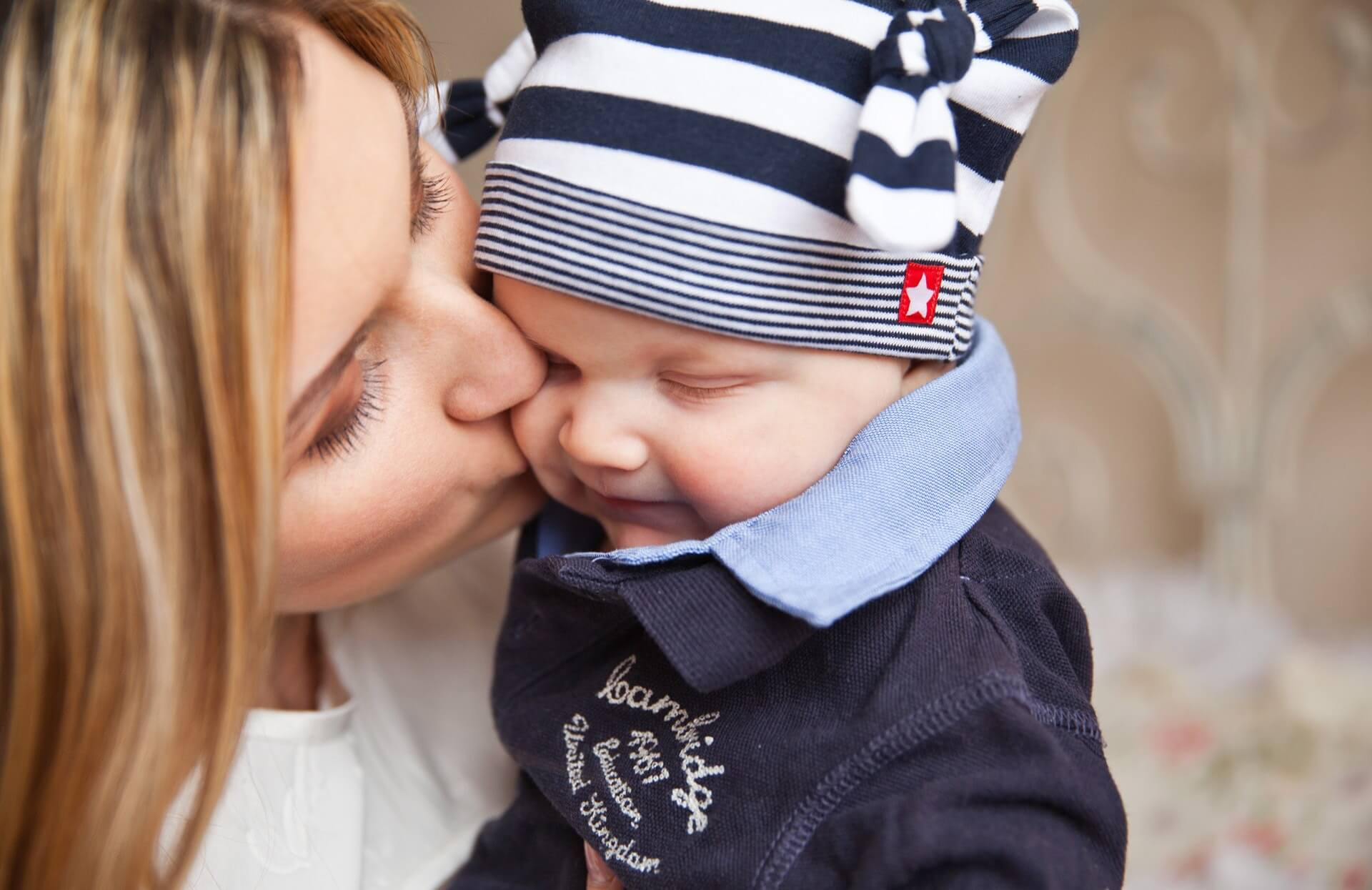 mother kissing baby, activities for last days of summer